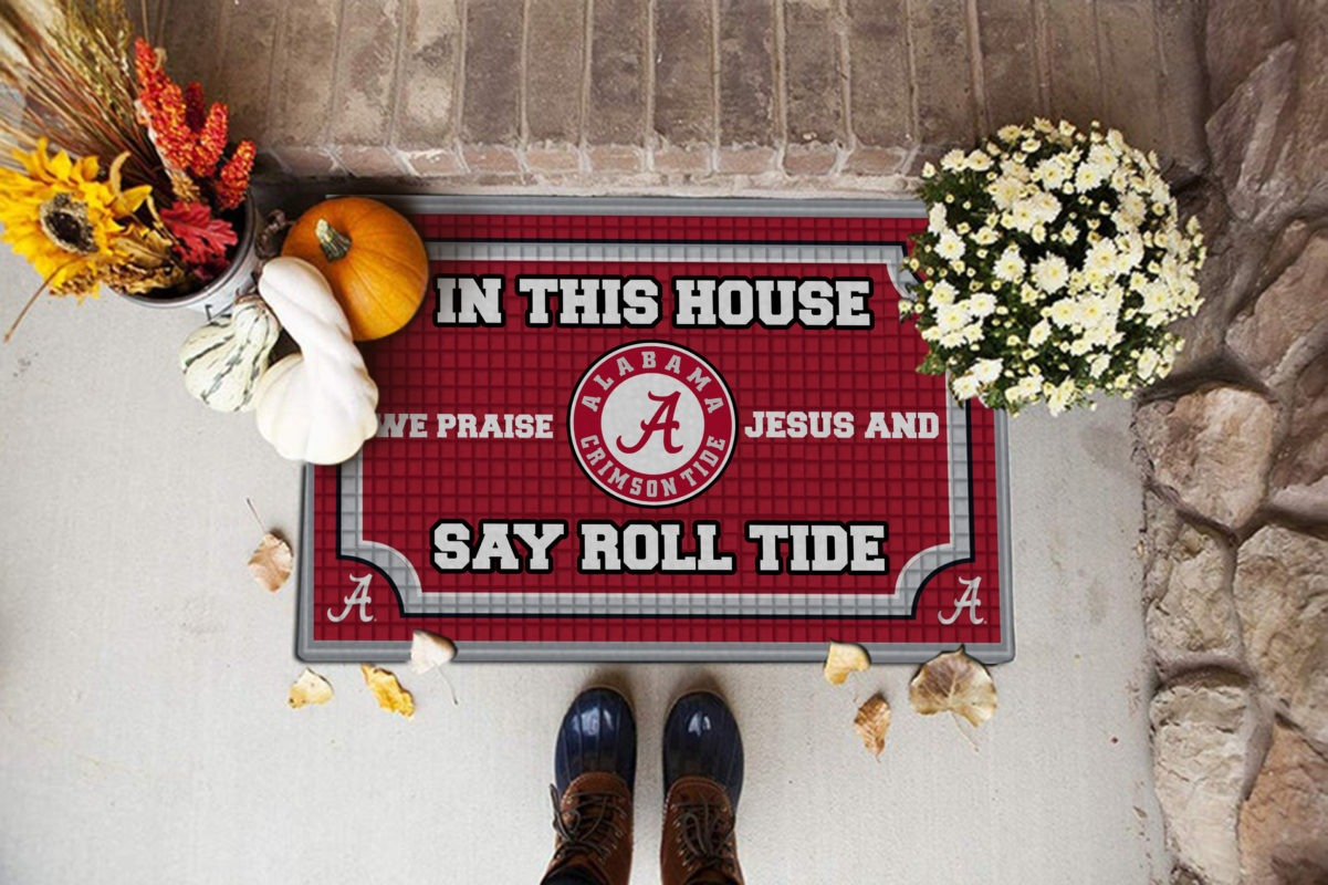 In this house we praise Jesus and say RT doormat- BBS