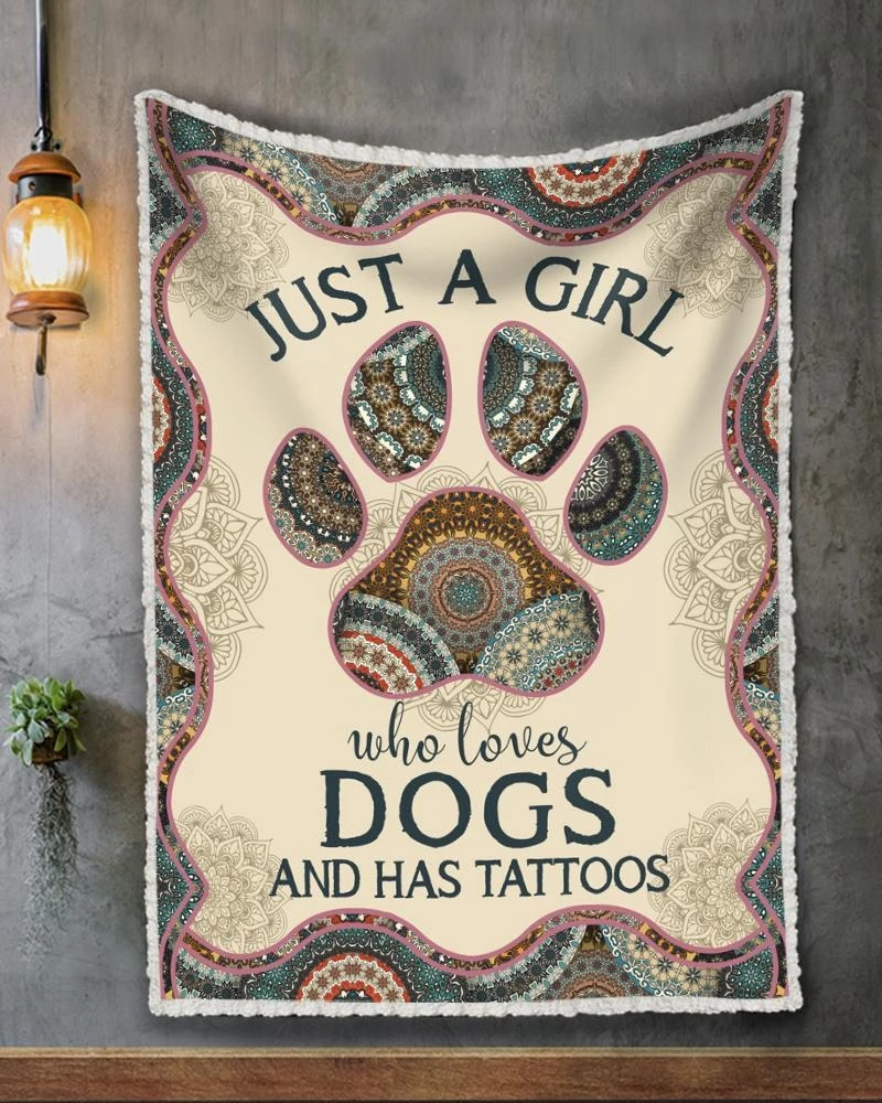 Just a girl who loves dogs and has tattoos quilt blanket - Hothot 070920