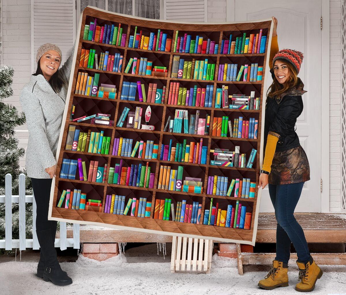 Bookshelf classic quilt blanket 1