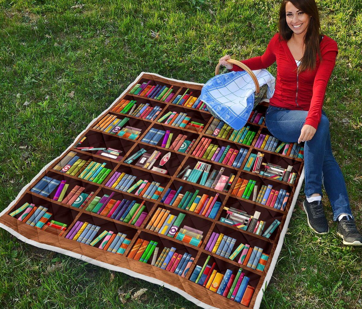 Bookshelf classic quilt blanket 3