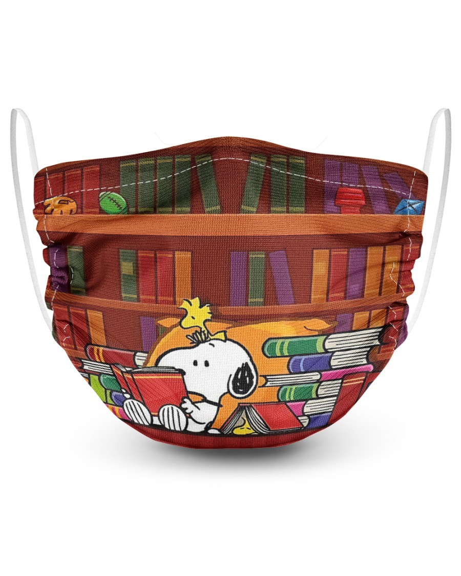 Snoopy reading book face mask