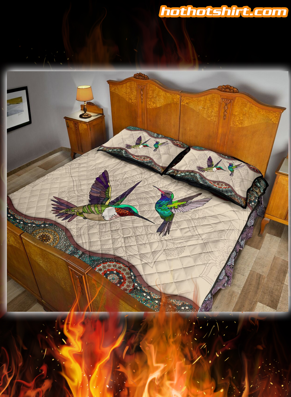 Wonderful bed set for hummingbird lovers