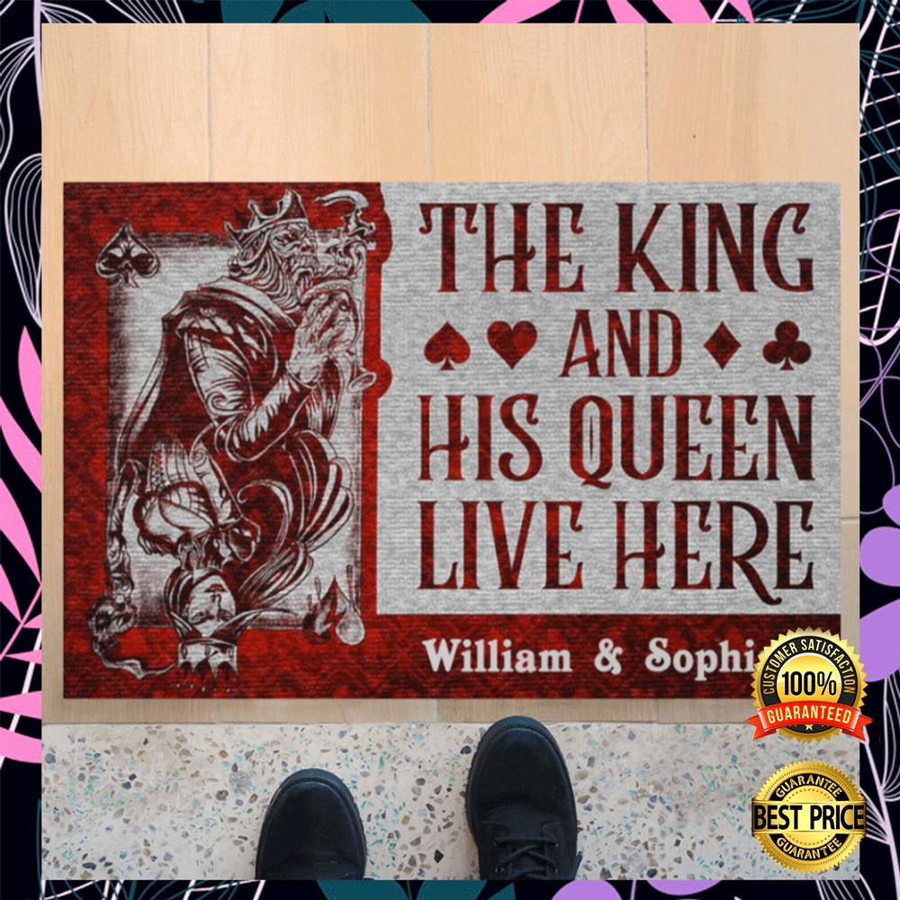 [LIMITED] PERSONALIZED THE KING AND HIS QUEEN LIVE HERE DOORMAT