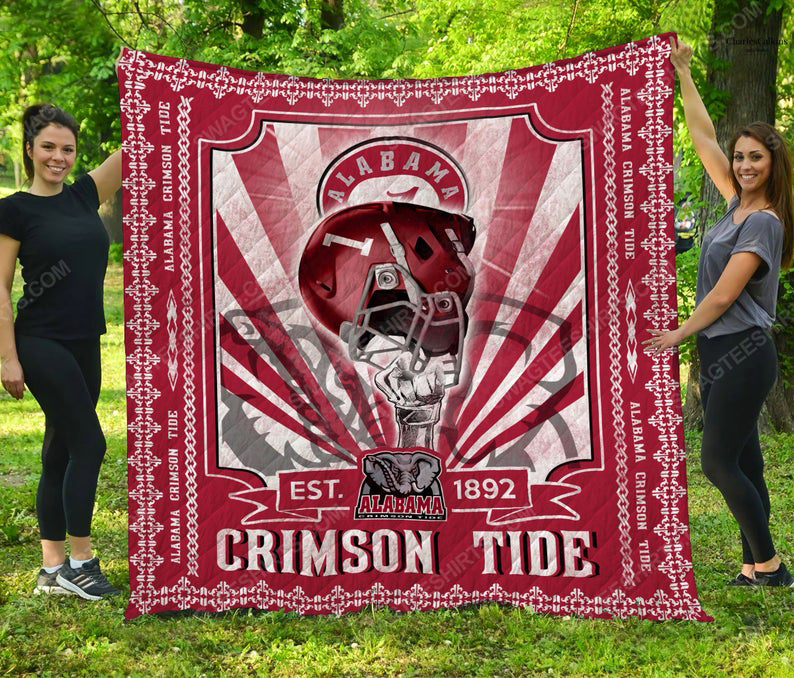 Alabama crimson tide helmet nfl all over print quilt 1